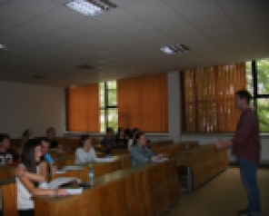 Au început cursurile gratuite de limba engleză pentru studenți, cadre didactice și personal administrativ
