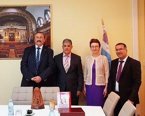 """Parteneriat semnat de conducerile Politehnicii ieșene și Universității """"Ecahid Hamma Lakhda"""" din Algeria"""