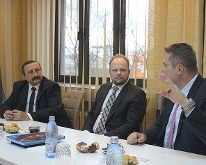 Excelența Sa Kevin Hamilton, ambasadorul Canadei în România, a vizitat Universitatea Tehnică și laboratoarele acesteia